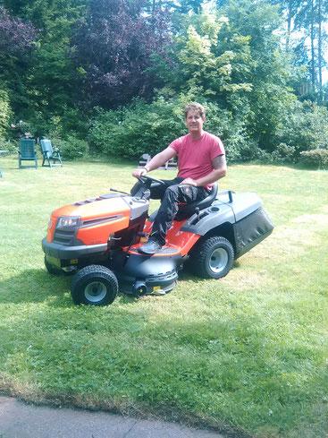 René auf seinem Traktor